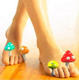 У девушки на ногах выросли грибы